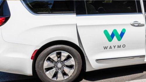 Falják a mérföldeket a Waymo önvezető autói