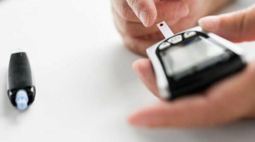 Okos-vércukormérőket kap az Országos Mentőszolgálat